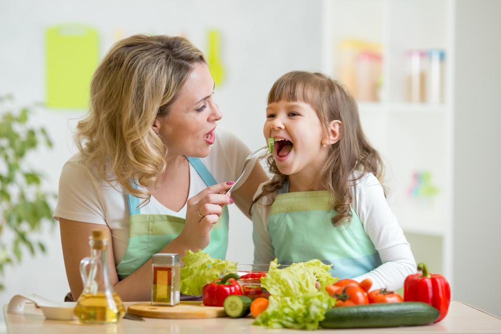 dziecko warzywa jedzenie
